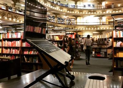 ayana-stand-libreria